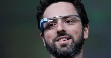 Sergey Brin usando Google Glass