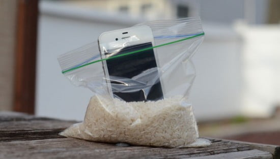 iPhone no arroz para tirar a umidade