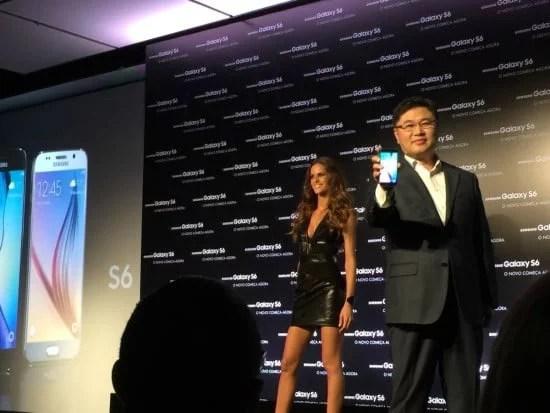 Samsung Galaxy S6  sendo apresentado Mr. Young