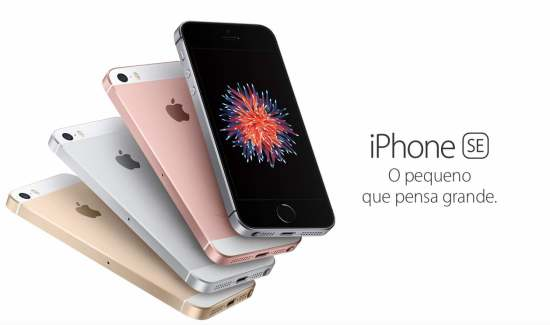 Tela demonstrando o iPhone SE no site da Apple