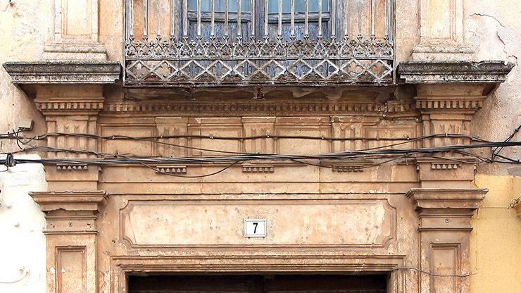 Detalle del arquitrabe de la casa de la calle Real nº 7.