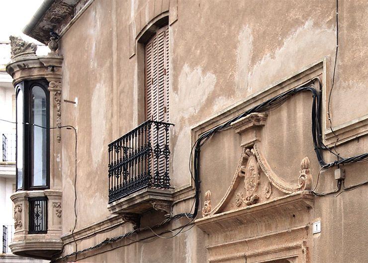 Casa de los Romero-Romero. Portada, moldura y balcón.