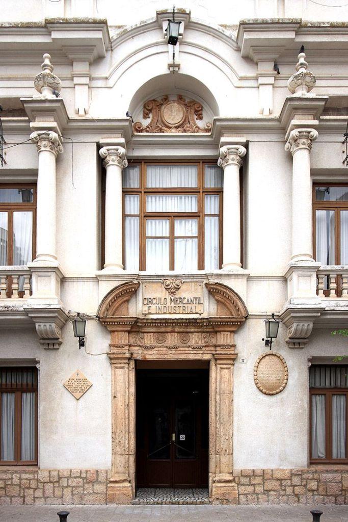 Portada del Círculo Mercantil e Industrial de Villarrobledo.