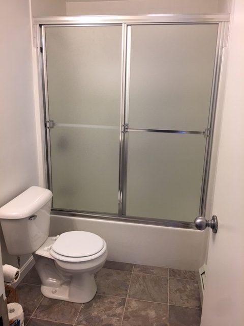 16_Bathroom_2