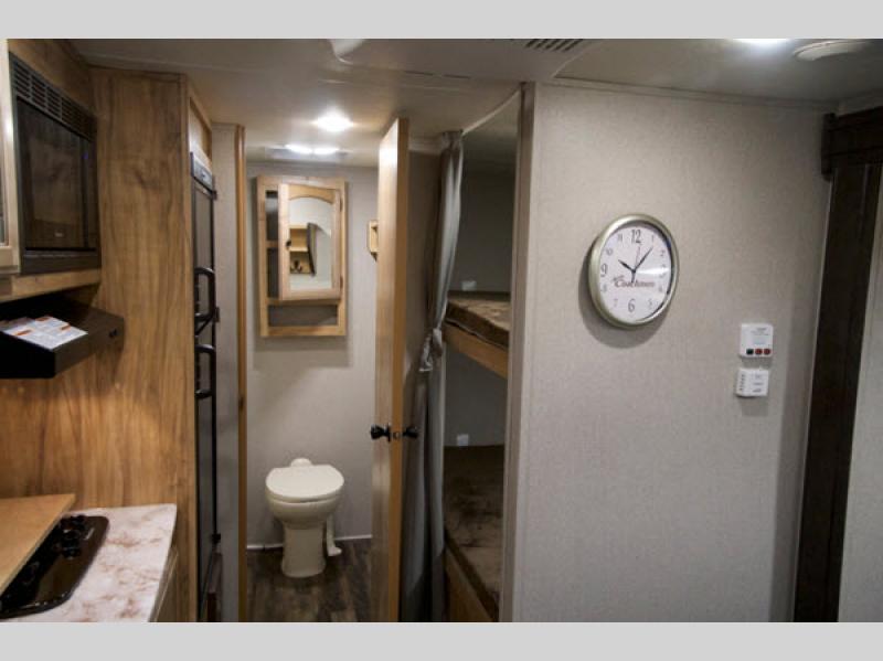 Coachmen Freedom Express Pilot bunkhouse for sale