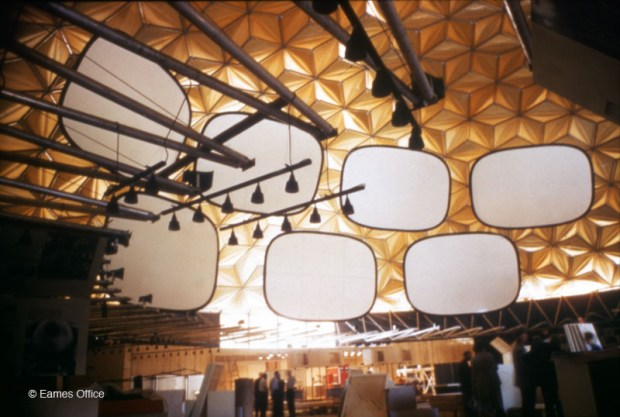 Fig .3 Charles and ray Eames multiple Screen Projection at Moscow Fair 1959