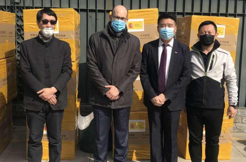 La China World Peace Foundation dona a la asociación valenciana «Silk Roads Peace Awards» mascarillas quirúrgicas