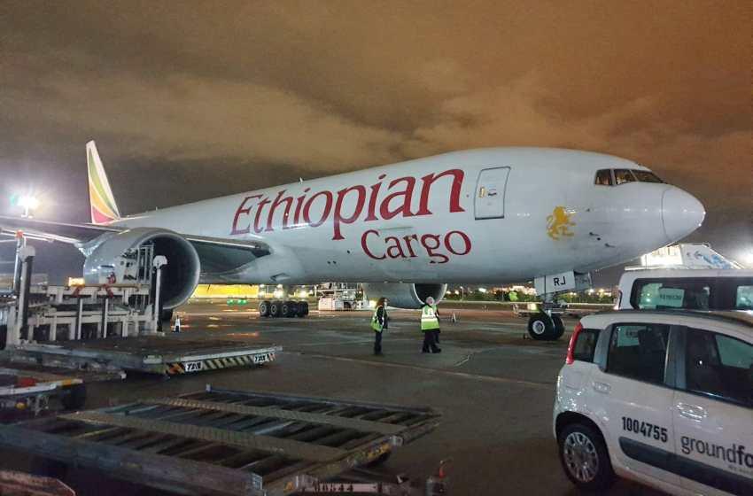El décimo vuelo contratado por la Generalitat llega con 46 toneladas de material sanitario para la Comunitat Valenciana procedente de China