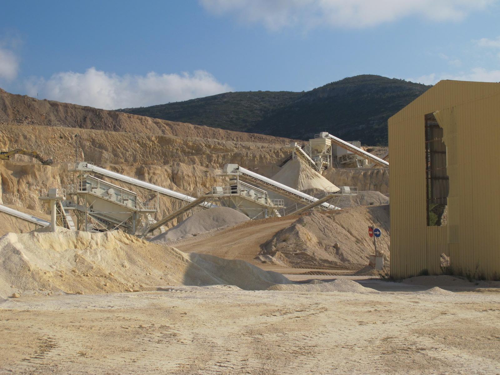 El sector minero valora la rehabilitación de los 40 km2 explotados con instalaciones de energías renovables