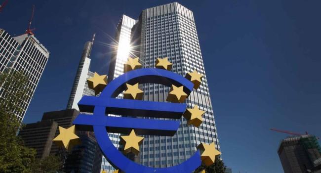 EL BCE aumenta las compras de deuda por la pandemia en 600.000 millones euros