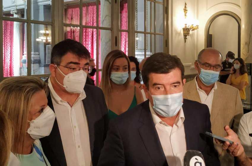 Cs exige aplazar la eliminación de terrazas y la prohibición de circular vehículos por Ciutat Vella aplicándola con una campaña informativa