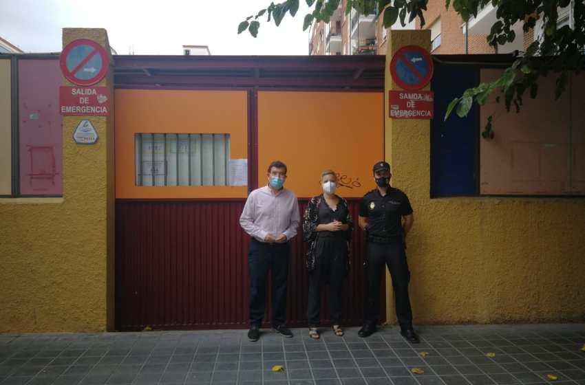 """Fernando Giner denuncia en """"El Intercafé"""" que tres aulas del colegio Fernando de los Ríos carecen de ventilación adecuada e insta a Ribó a solucionarlo"""