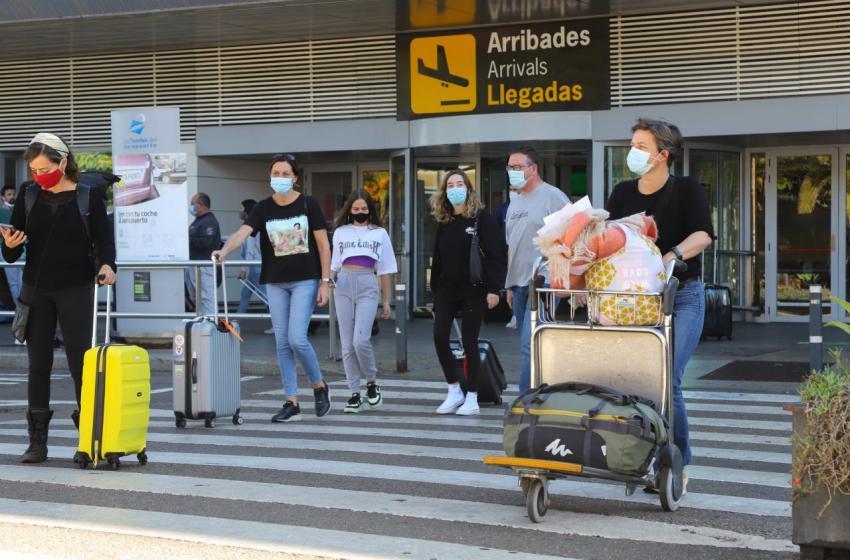 Turisme amplía el programa Hospitality Tourism para la asistencia a turistas que se contagien por COVID-19 durante sus vacaciones