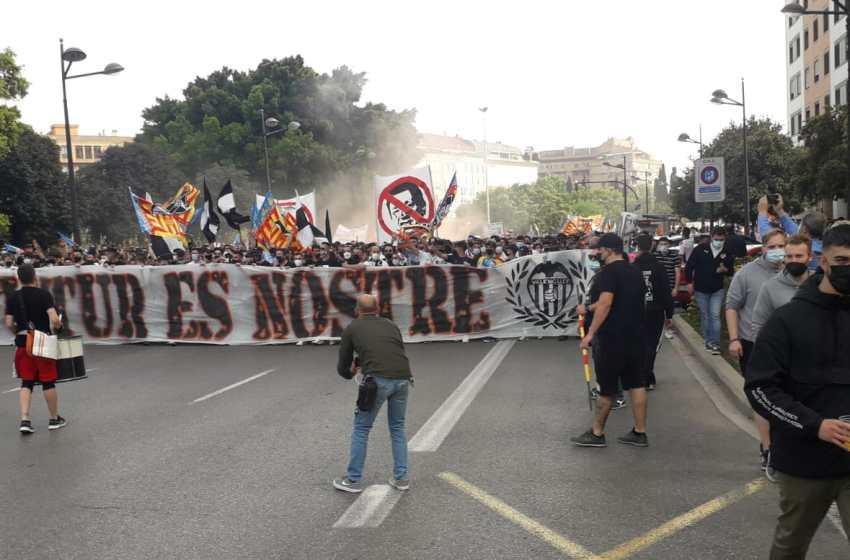 El valencianismo invade las calles para clamar un futuro sin Meriton