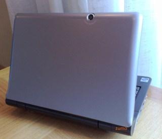 Na tampa do notebook, uma segunda webcam