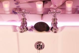 intimate-massager-waterproof-for-the-bath-with-imageo-candles