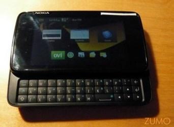 N900 aberto com seu teclado e barra de espaço no canto direito