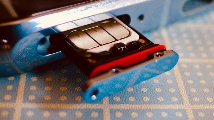 Huawei P30 Pro: gaveta para dois SIM Cards de operadoras ou um SIM card e o cartão proprietário da Huawei