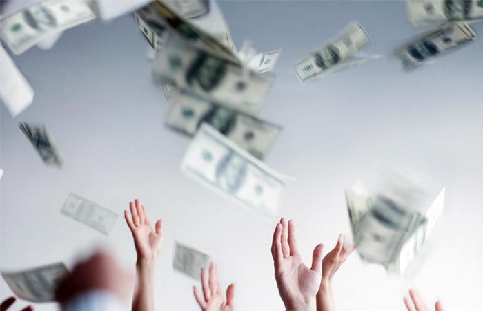 Доллар взлетел выше 67 рублей впервые с 15 сентября