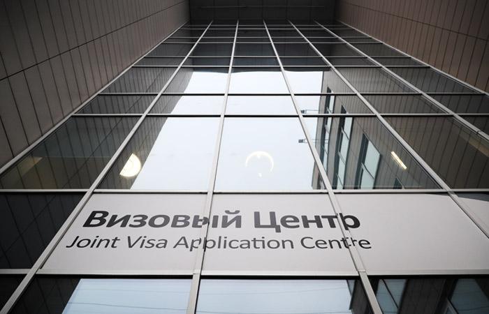 Россиян предупредили о возможном закрытии всех визовых центров