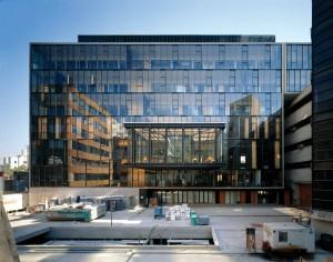 Escuela de Medicina (2004), Universidad Católica de Chile, Santiago, Chile. Fotorgrafia: Roland Halbe. Cortesía: Elemental.
