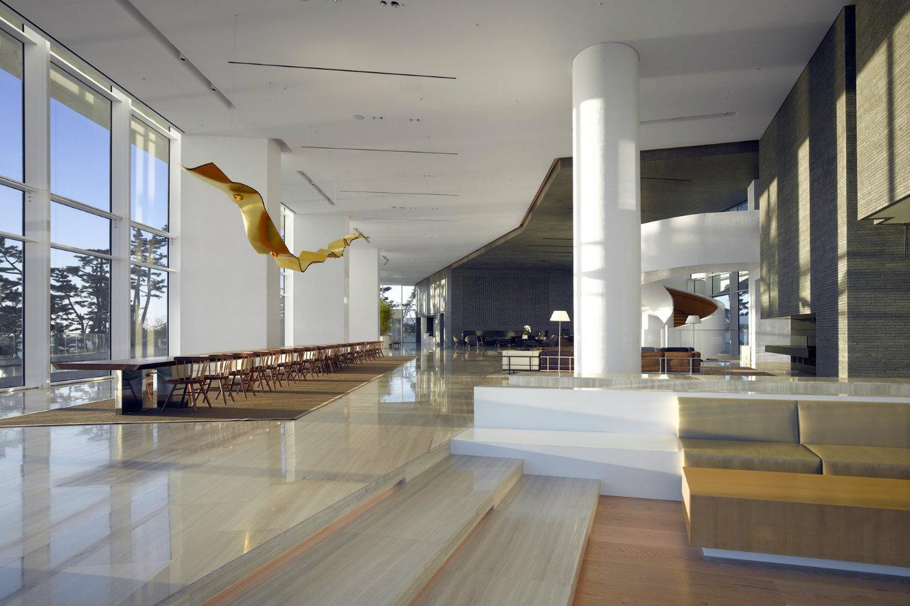 El lobby. Fotografía: © Roland Halbe. Cortesía, Richard Meier & Partners.