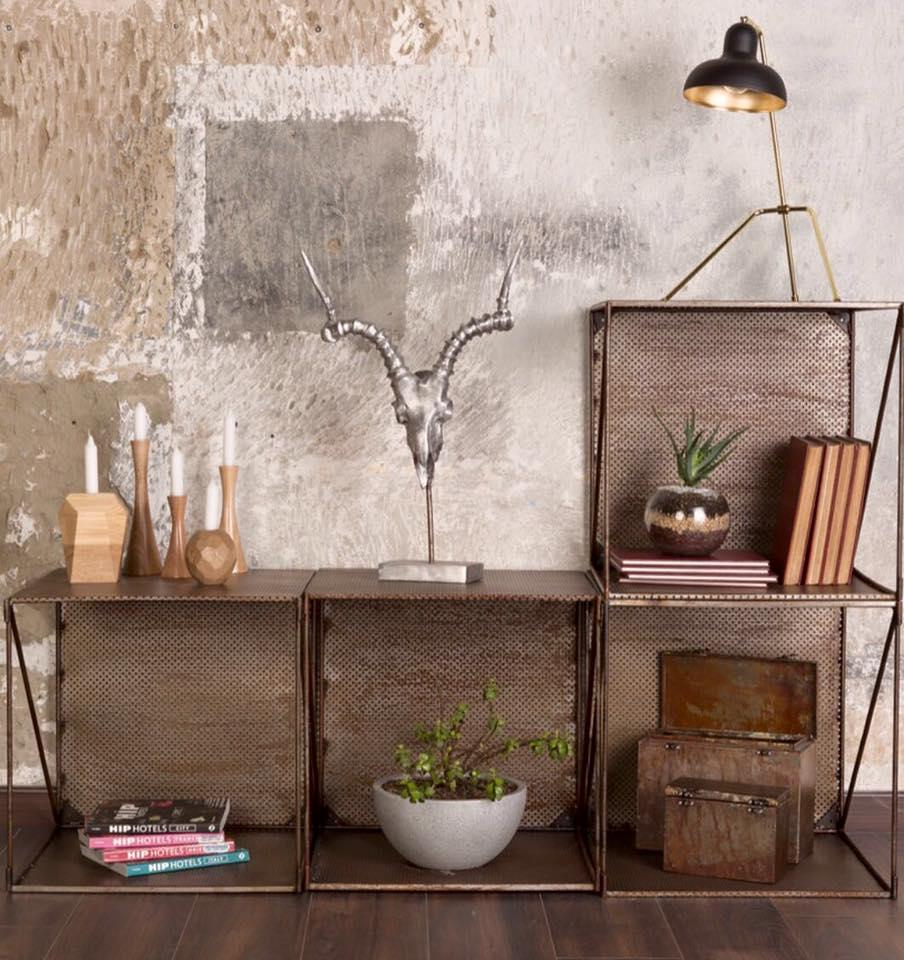 Muebles modulares de acero inoxidable. Fotografía: cortesía, Las Heroínas.