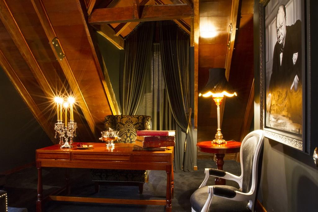 Red Room cuenta con varios reservados, como este llamado Churchill.