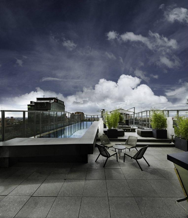 La terraza y la piscina, en el último piso del hotel. Fotografía: cortesía, B.O.G. Hotel.