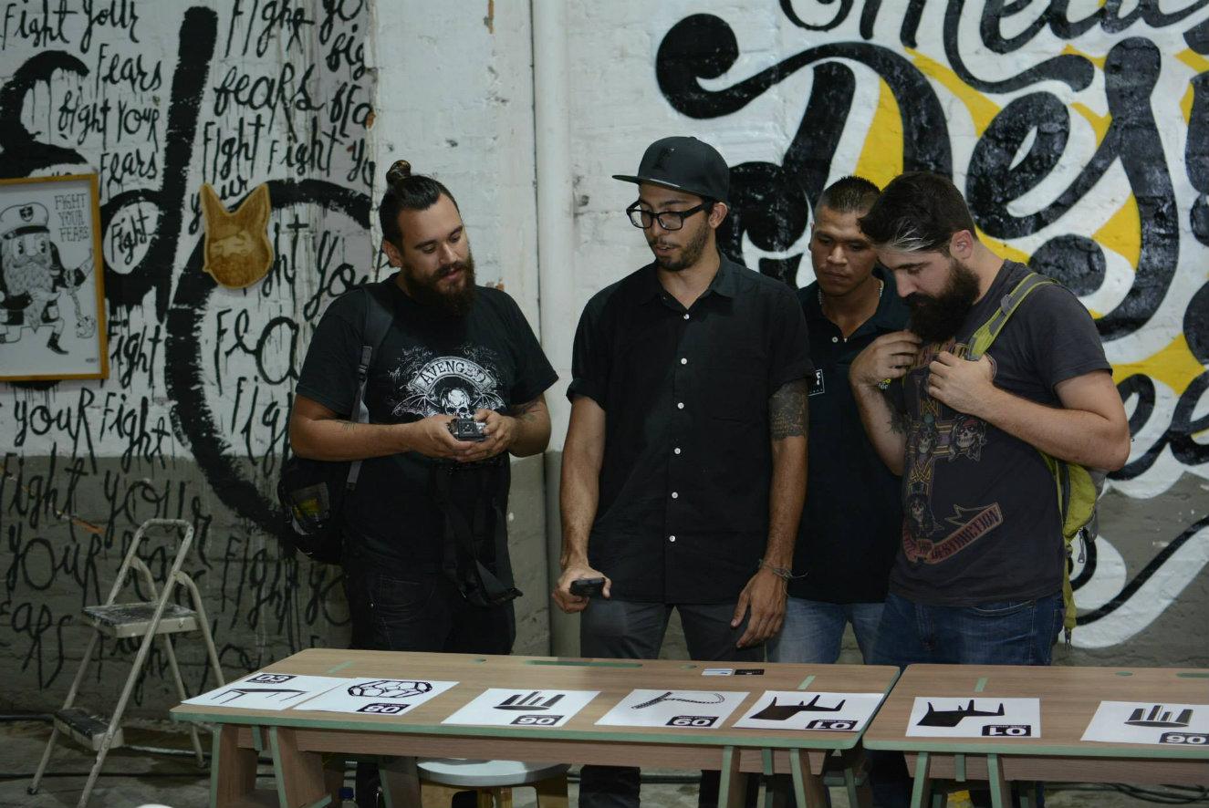 Desde el sábado 18 hasta el jueves 23 de junio la capital de Antioquia será la sede de la segunda edición de Medellín Design Week y simultáneamente se llevarán a cabo La Feria de Diseño y el Timebag Art Show, que irán del 24 al 26. MEDELLÍN DESIGN WEEK. Fiel al formato de las 'Semanas del Diseño' o 'Design Week' que existen en diversas ciudades del mundo, la capital antioqueña estrenó la suya en 2015. En esta ocasión espera superar la asistencia de 8.000 personas de su primera edición y su objetivo vuelve concentrarse en dar a conocer e impulsar el talento de nuevos diseñadores, artistas y creativos. Sin embargo, en 2016 busca hacer énfasis en analizar la relevancia de los materiales para la elaboración de los objetos que se producen desde las áreas del diseño y el arte. Ponencias, ruedas de negocios, muestra comercial, talleres, exposiciones y foros –se anuncia que habrá más de doce expositores internacionales– formarán parte de la agenda, que tendrá como principales escenarios el Centro de Convenciones y Exposiciones Plaza Mayor, el Hotel San Fernando Plaza y el Museo de Arte Moderno –MAMM–. A su vez, contará con el 'Tour de la innovación' para conocer las Unidades de Vida Articulada (UVA), iniciativas de arquitectura y diseño de impacto social. Se trata de un proyecto en el que se integran la Alcaldía de Medellín, el INDER, EPM y la comunidad, para construir y adecuar espacios públicos de la ciudad que fortalecen el encuentro ciudadano a través de la recreación, la cultura y la participación. También habrá lugar para el entretenimiento con las fiestas de apertura y clausura, picnic y cine al aire libre. El evento cuenta con el apoyo del gobierno, empresas privadas y la academia. LA FERIA DE DISEÑO. También conocida como Feria Home, en 2016 llega a su cuarta edición y tendrá la participación de 160 marcas, que pertenecen a siete categorías: mobiliario, iluminación, arquitectura, interiorismo, servicios de diseño, tecnología y arte. Entre las firmas participantes f
