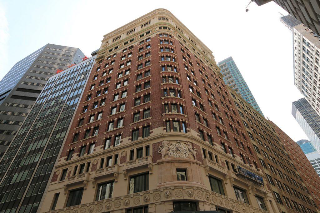Los creadores lograron acoplar a la estructura pre-existente de estilo barroco un diseño contemporáneo.