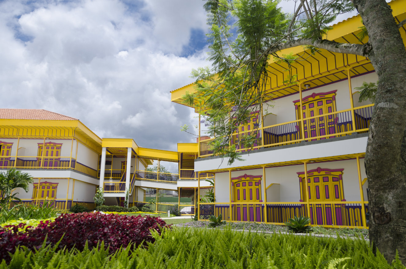 Las cien habitaciones están distribuidas en cuatro volúmenes que se conectan unos con otros. Fotografía: cortesía.