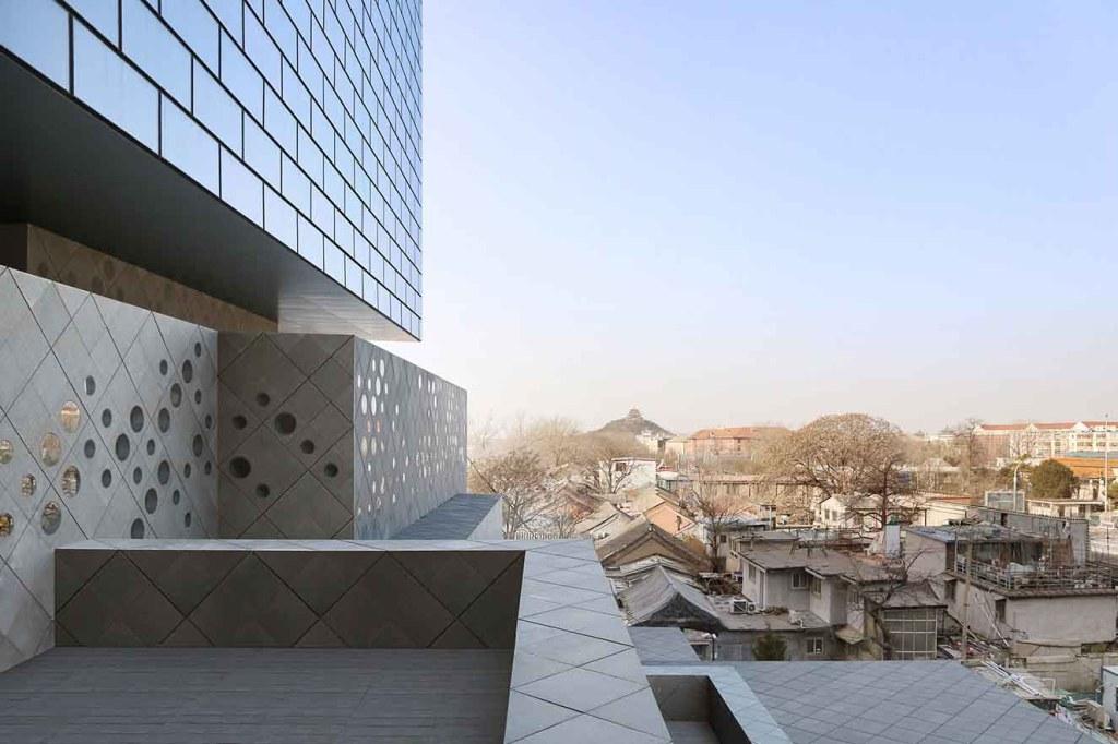 Vista a la Ciudad Prohibida y al parque Jingshan. Fotografía: cortesía Ole Scheeren © Buro Photo by Buro OS