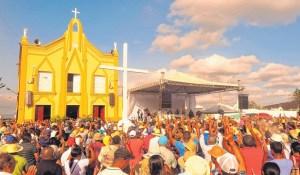 ... Juazeiro do Norte começou a receber centenas de visitantes. Muitos  viajavam para pedir conselhos e ajuda espiritual e material ao Padre Cícero. 6304ede7e61