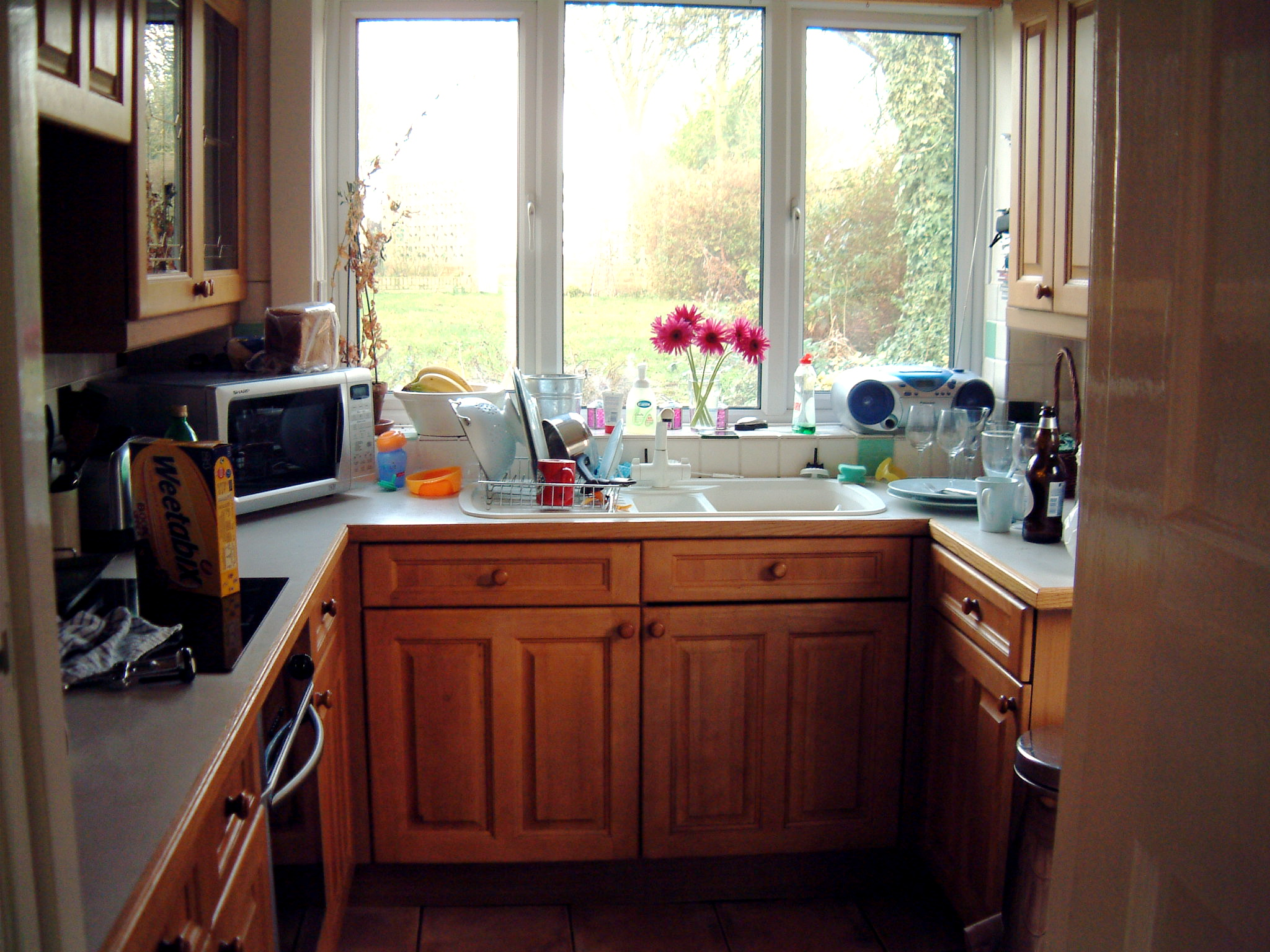 Space Saving Tips for Small Kitchens on Small Space Small Kitchen Ideas  id=41339
