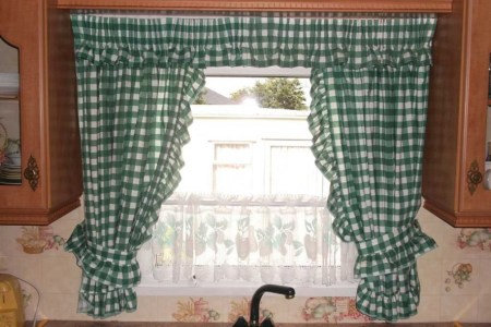 Things to consider before selecting kitchen curtain Contd     green kitchen curtain ideas 915x686