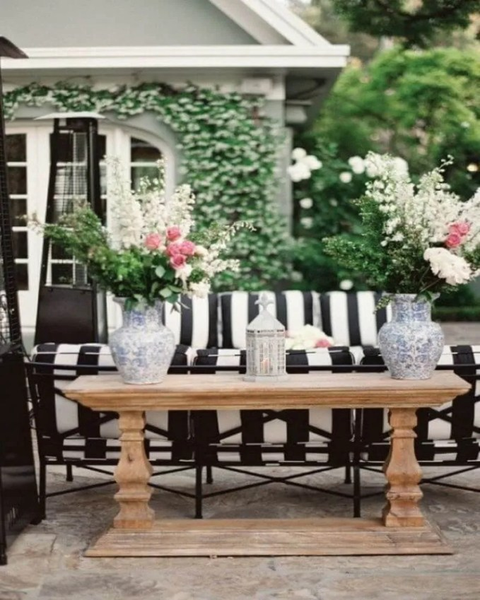 chic-black-and-white-outdoor-spaces-10-554x834