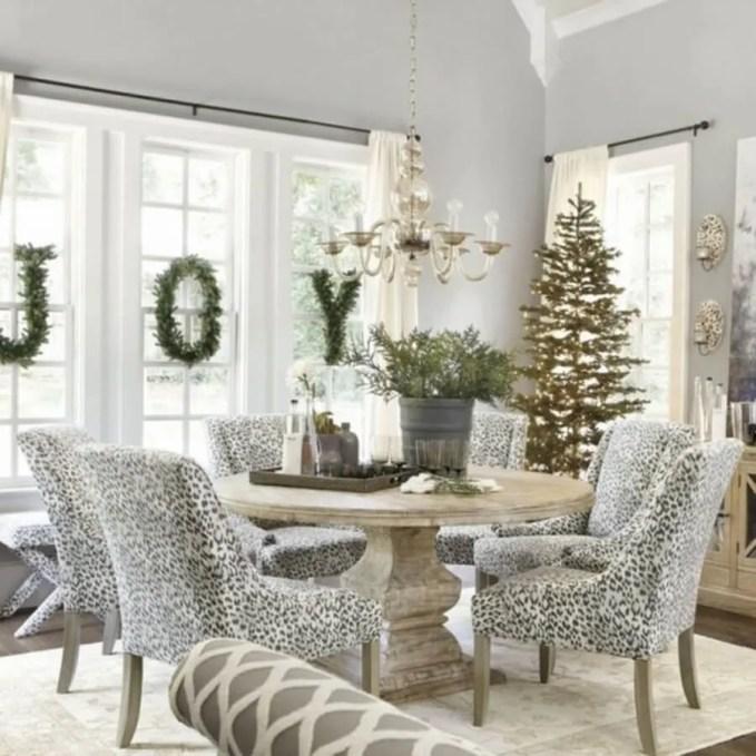awesome-christmas-window-decor-ideas-29-554x554