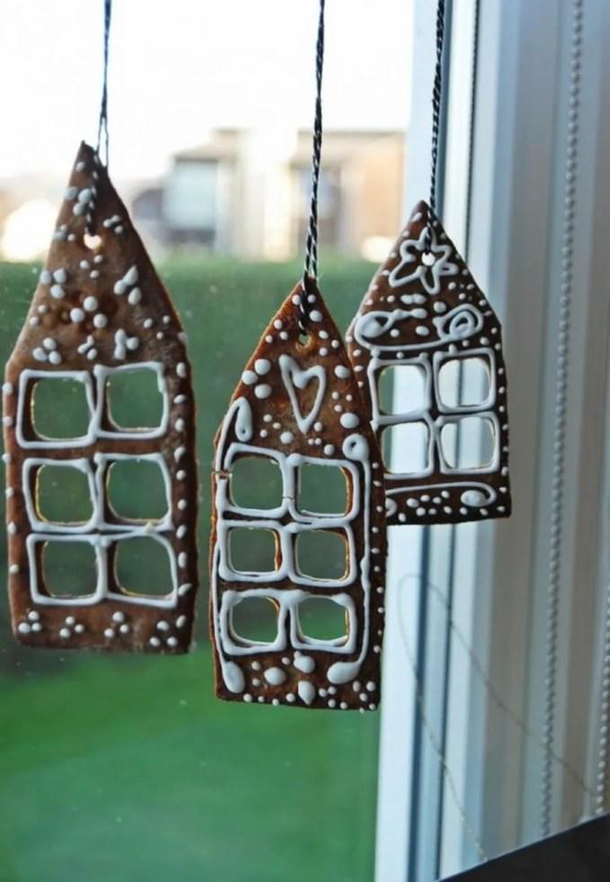 awesome-christmas-window-decor-ideas-9-554x827