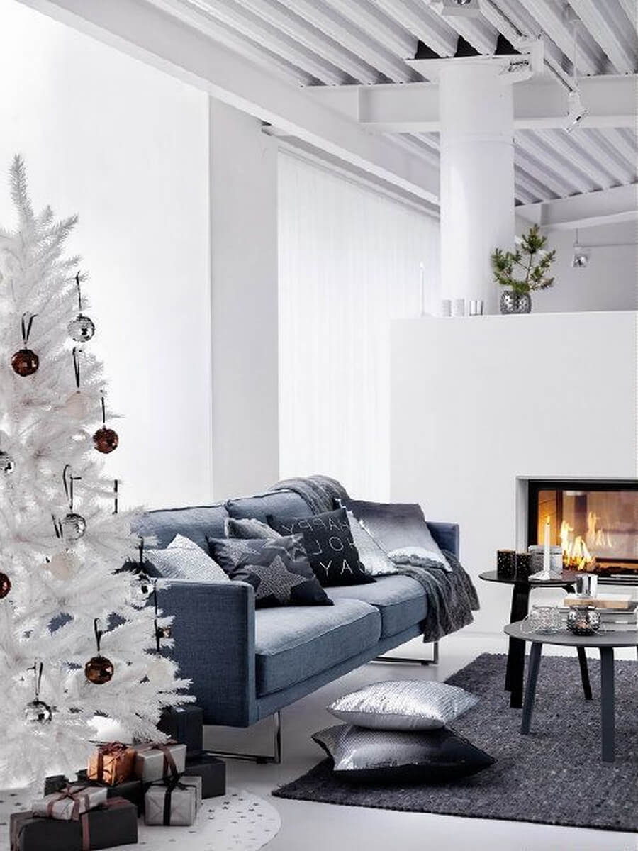 12 most gorgeous and inviting christmas living room decor ideas for Living room decorating ideas 2014