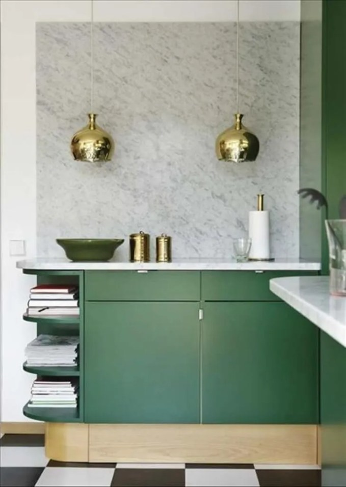 Bold kitchen with brass touch