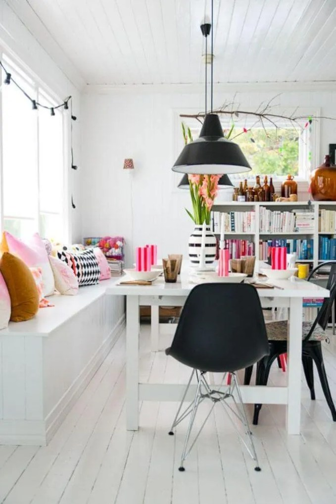 Cheery High Contrast Dining Room