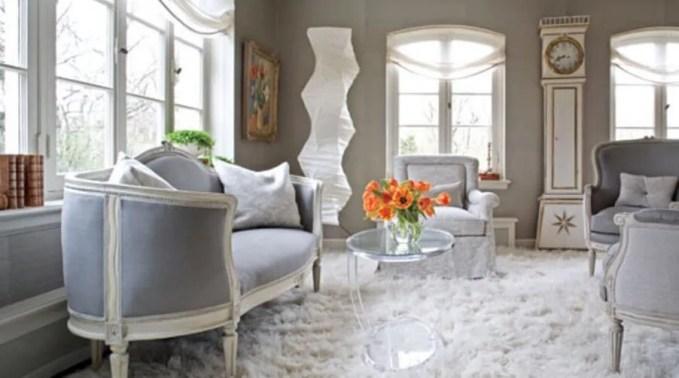 Elegant Living Room with Flokati Rug