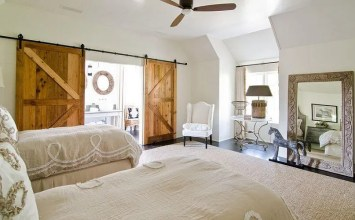 10 Cool Bedrooms with Rustic Sliding Barn Doors