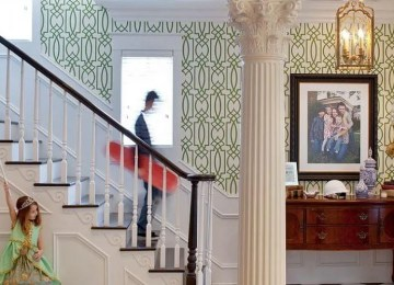 8 Cool Wallpaper Ideas For The Stairways in your Home