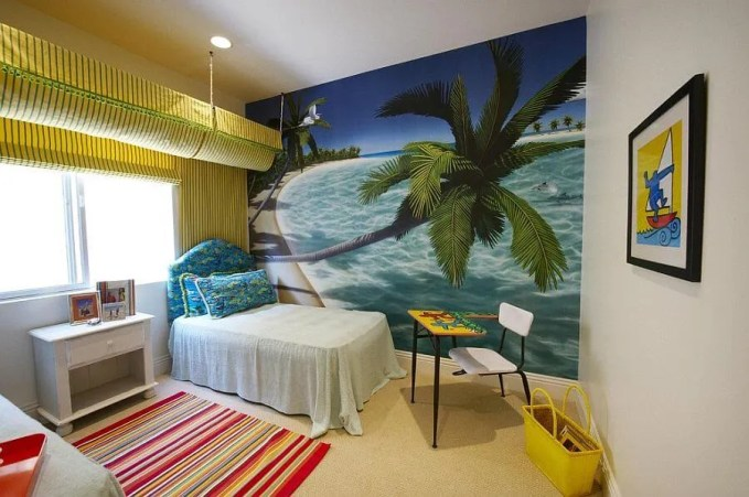 Palm Mural in a Tropical Kid's Bedroom