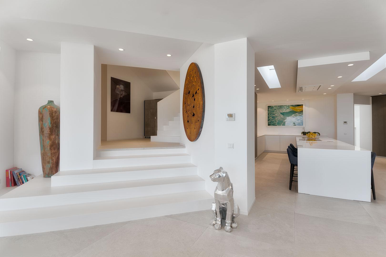 Fotografía interiorismo real State del interior de una cocina en villa privada de jsant josep de ibiza