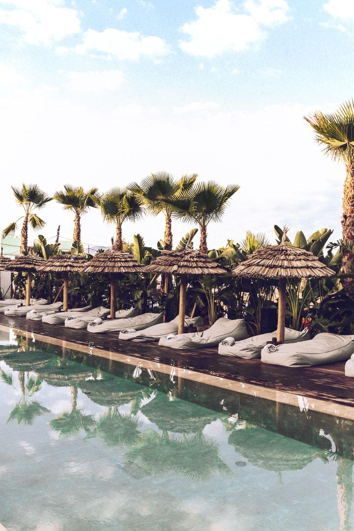 Imagen piscina exterior hotel casa cook Ibiza