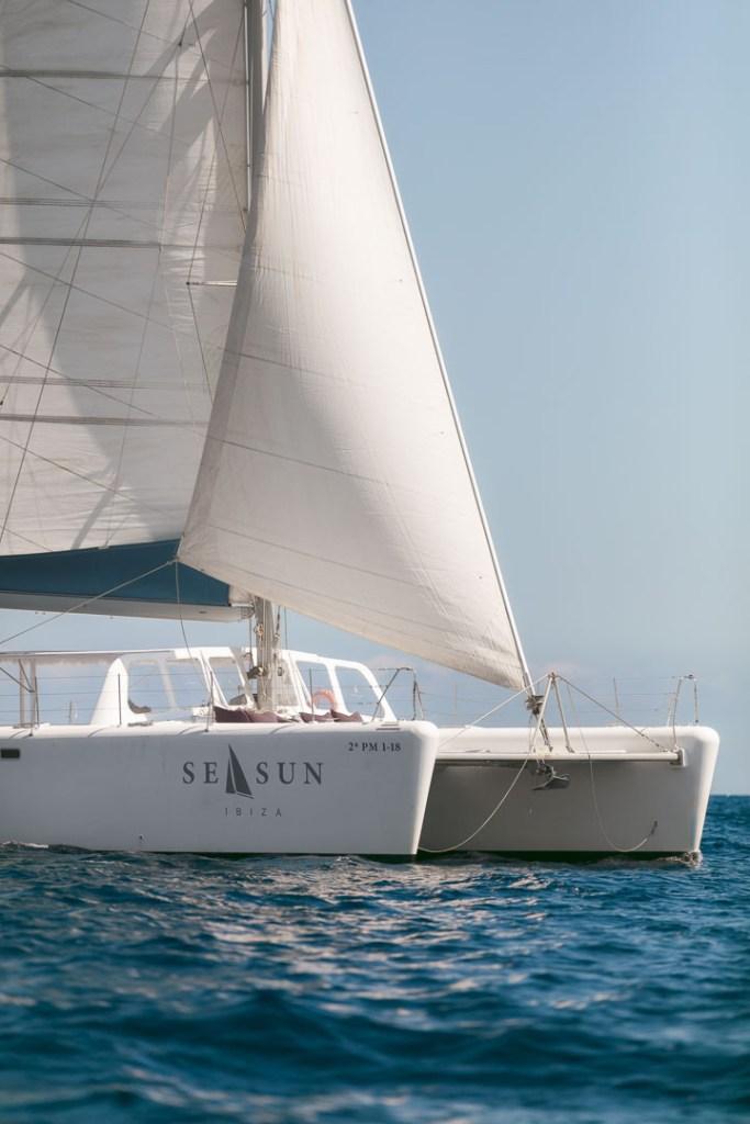 foto profesional publicitaria del exterior de la proa de un catamaran para pasajeros navegando en ibiza