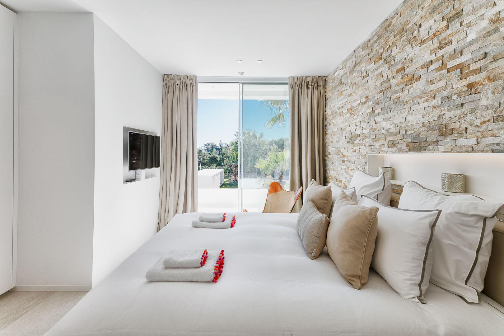 fotografía villa privada del interior del dormitorio en Ibiza